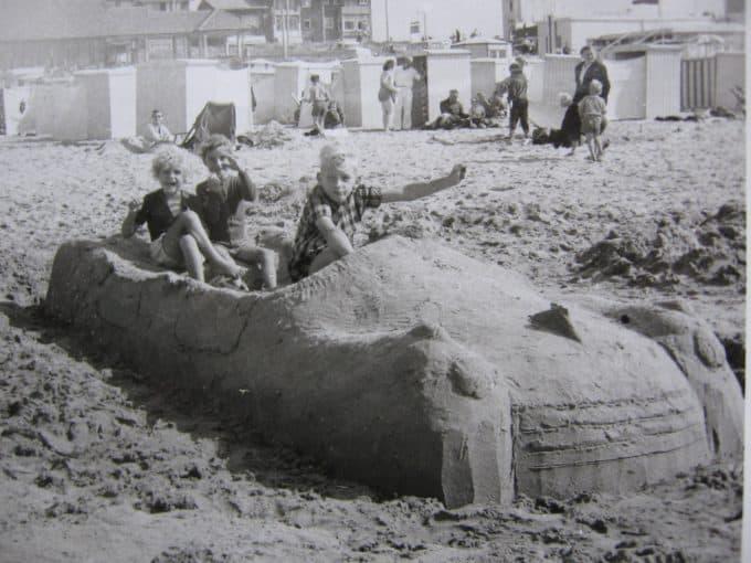 zandkastelen bouwen met de kinderen