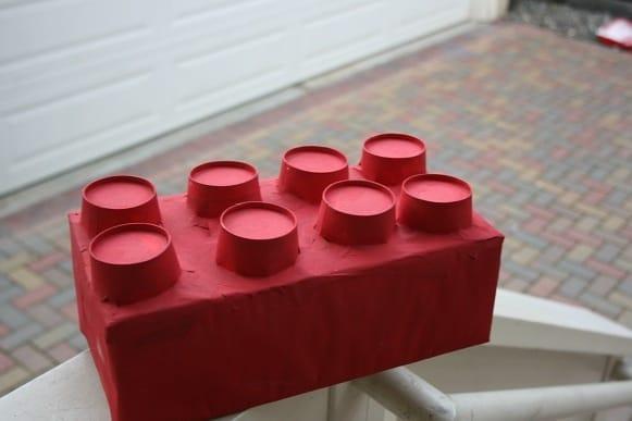Klik hier om te zien hoe deze ,mega grote legosteen gemaakt is door bonggamom.blogspot.nl