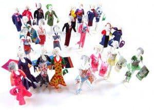 kinderen ontwerpen mode voor poppen