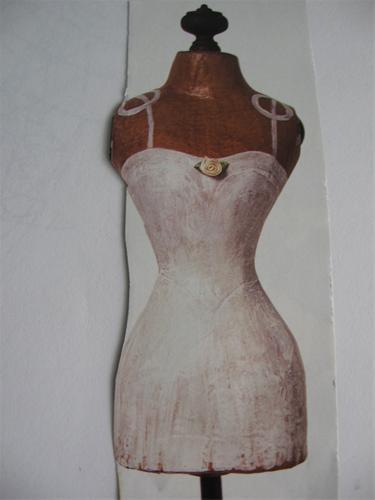 Decoratief paspopje van papier mache