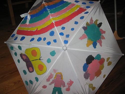 Paraplu beschilderen met de kinderen
