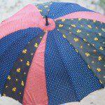 Oude paraplu veranderen in een parasol
