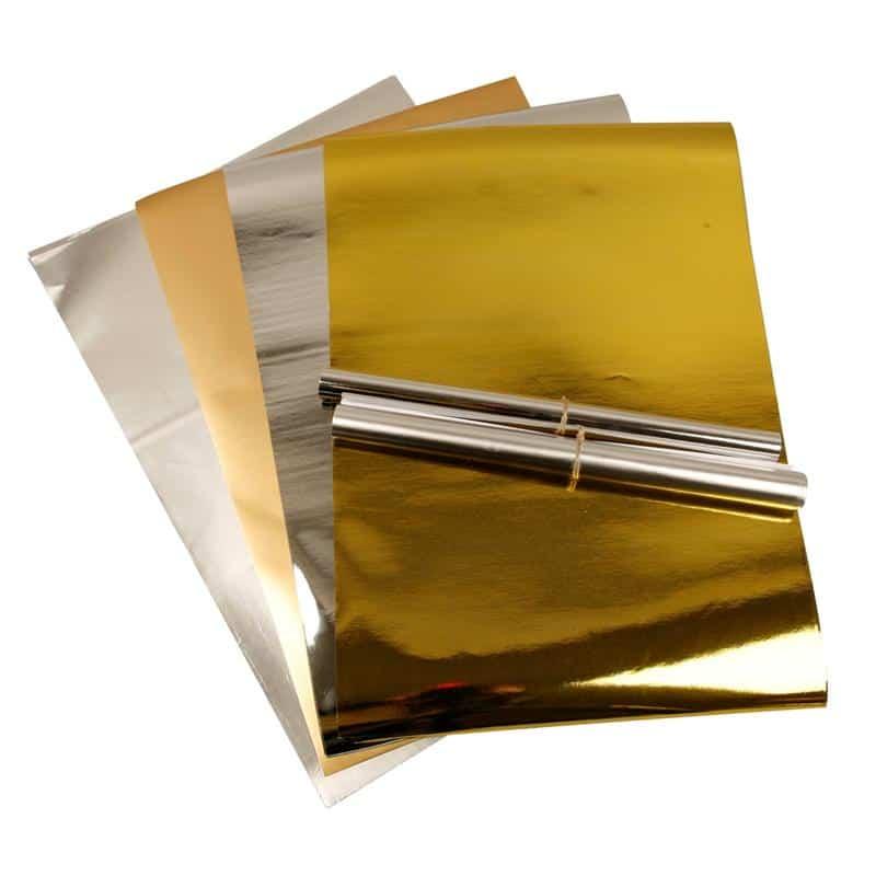 Zilverkleurige of goudkleurige kerstversiering zelf maken