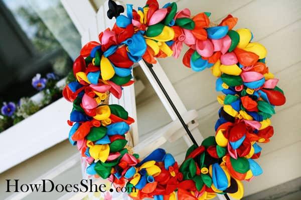 Vrolijke krans maken met ballonnen
