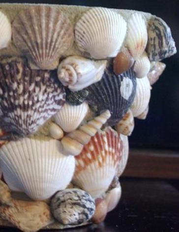 Beeldjes maken van klei met schelpengruis  /  BRON: myspace.com