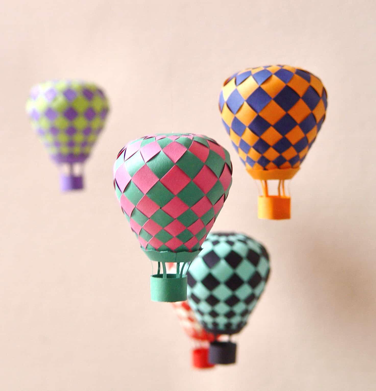 luchtballonnen met papier vlechten bij