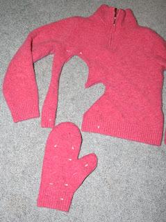 Hoe wollen wanten uit wollen trui maken