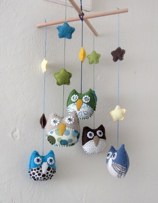Hoe baby mobiel of wieghanger maken / BRON: etsy.com/personalized-children-owl-mobile-made-to