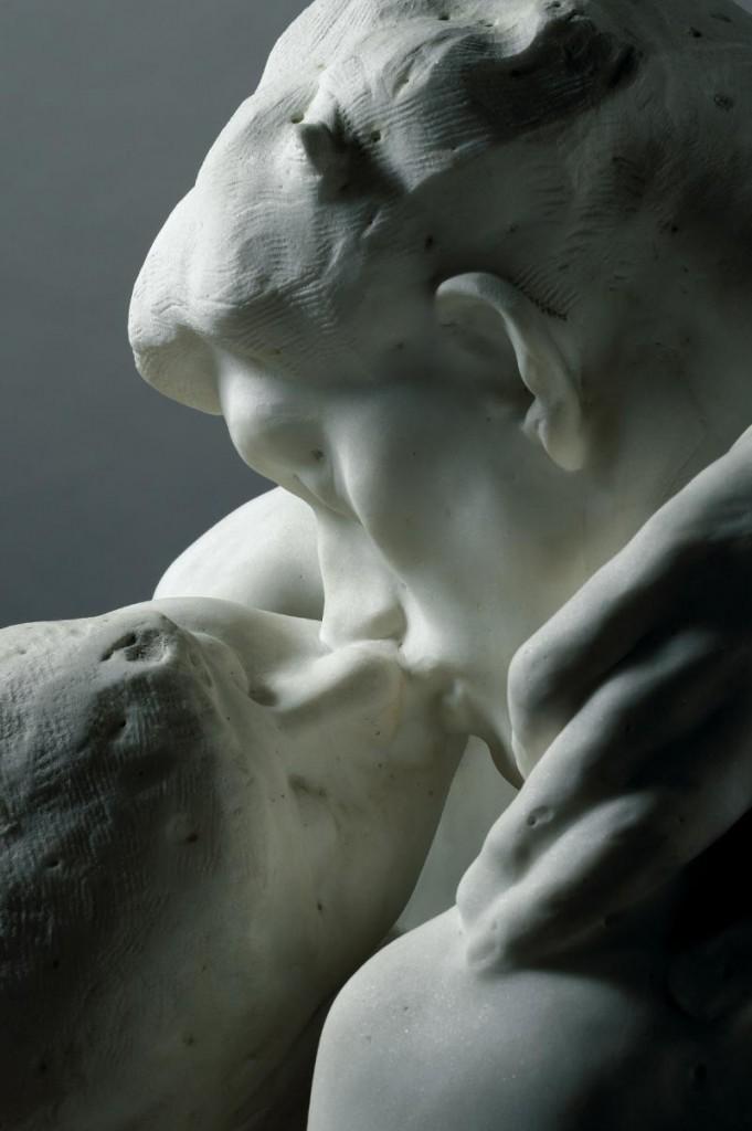 de kus van Rodin liefde inspireert