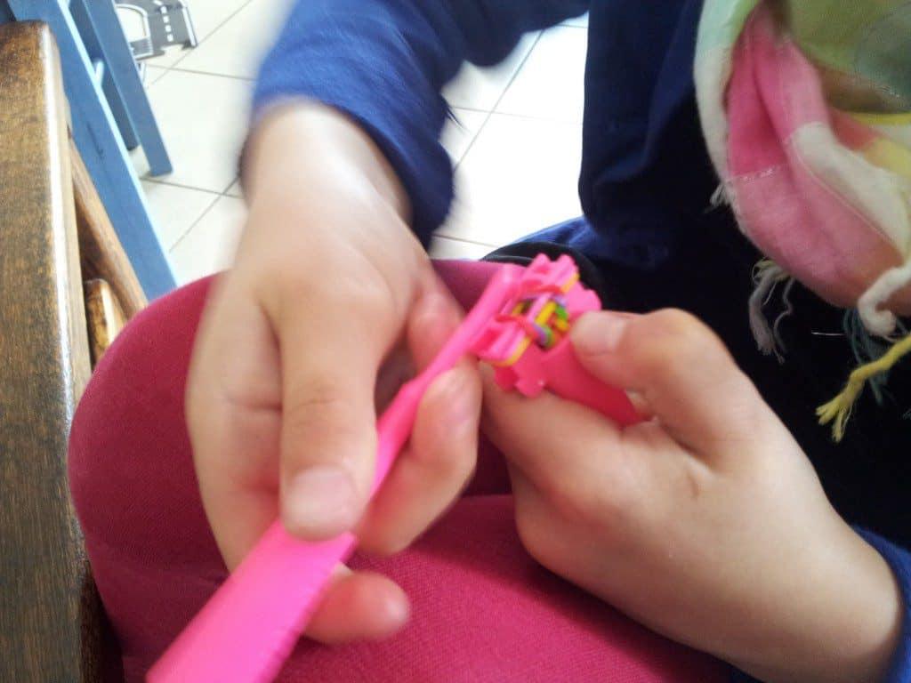 hoe loomen  armbandjes van elastiekjes