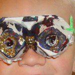 Bril knutselen met kinderen en lege eierdoos