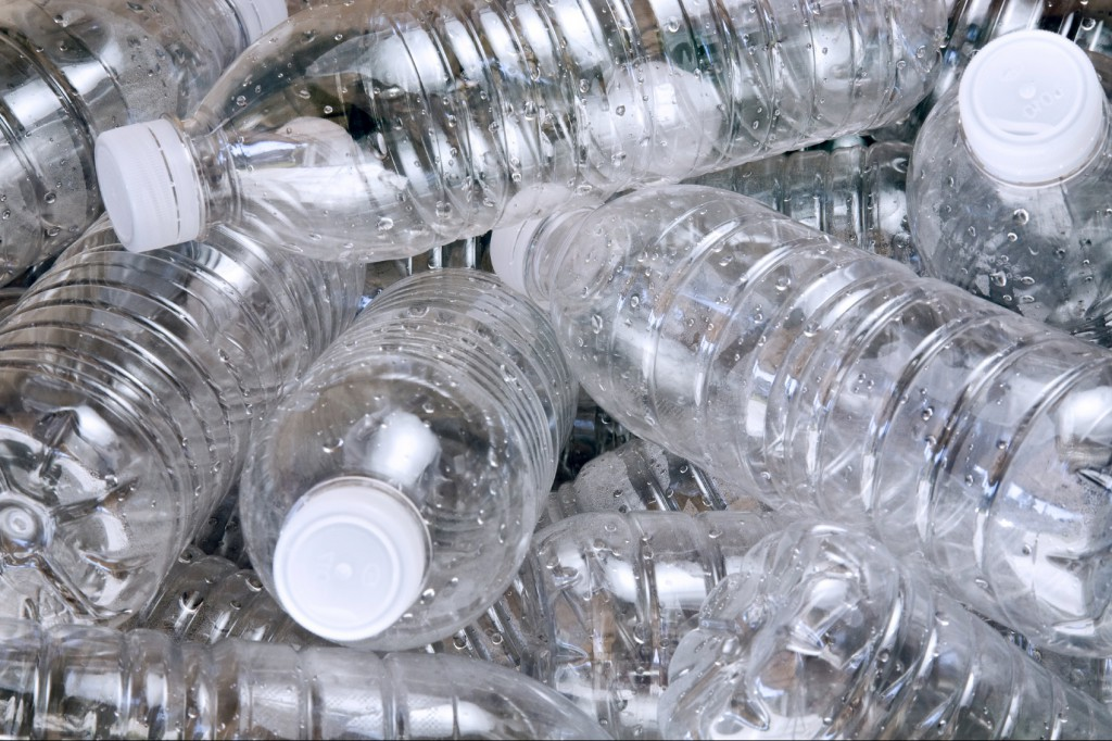 Creatief met lege plastic flessen met of zonder dop