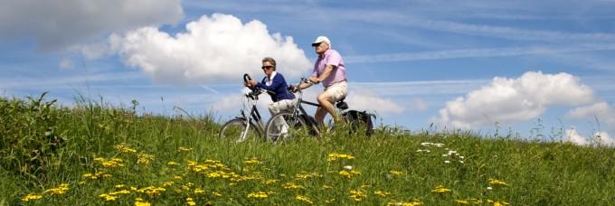 wandelen en fietsen over dijken