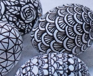 paaseieren versieren met watervaste stift 1