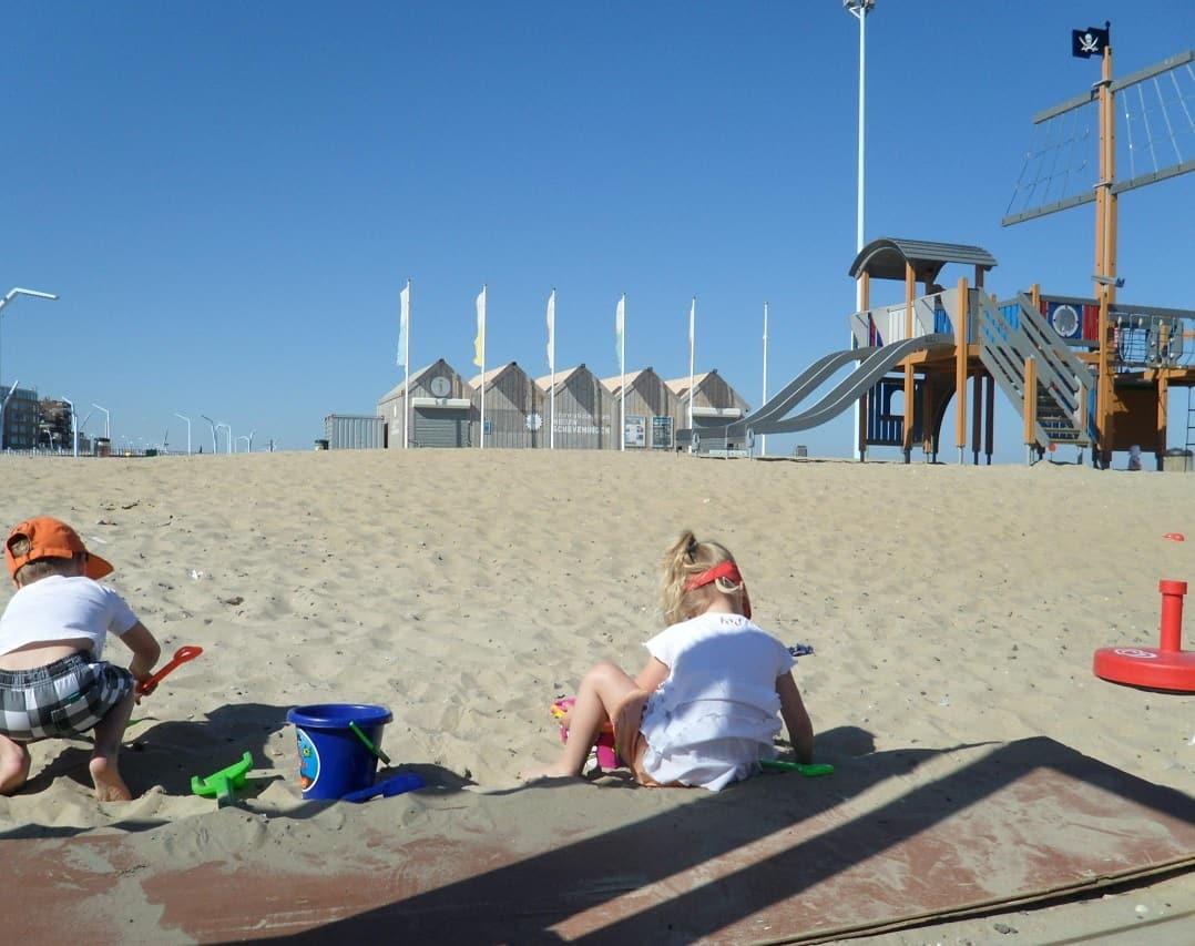 naar strand Scheveningen