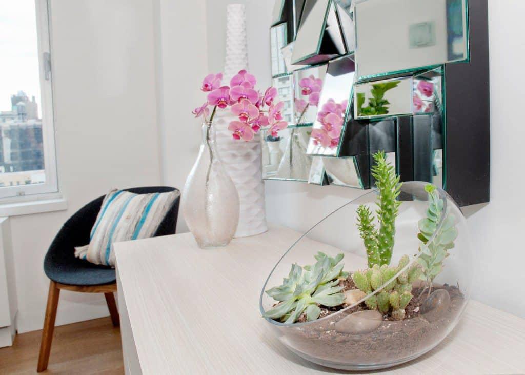 Decoreren met cactussen.  Bron: design-milk.com
