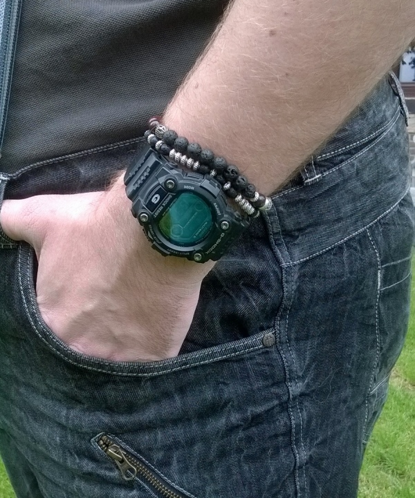 Mannen armband maken. Bron: edelsteenkralen.nl