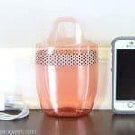 Plastic fles wordt telefoonhouder