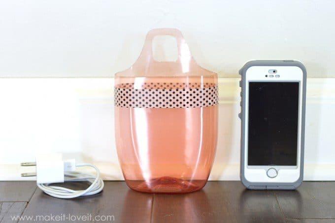 telefoonhouder van plastic shampoo fles. Bron: makeit-loveit.com