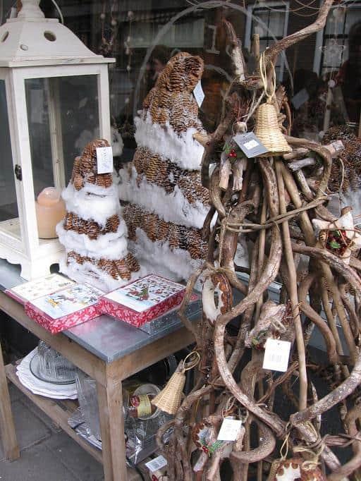 kerstboom van takken dus zonder naalden