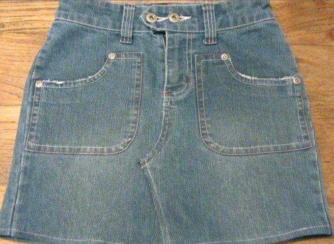 rokje uit oude jeans. Bron: villalies.blogspot.nl/van-jeansbroek-tot-minirok-doe-het-zelf