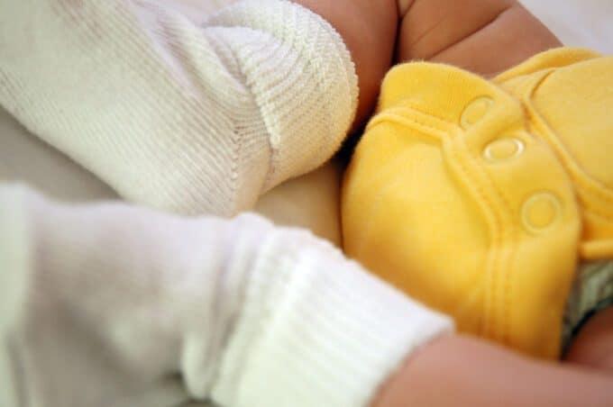 Eenvoudige patronen babyslofjes haken